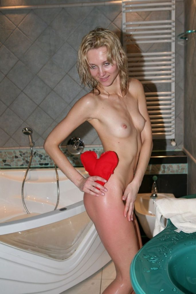 Nudist Pictures [Red Hot Bathroom]